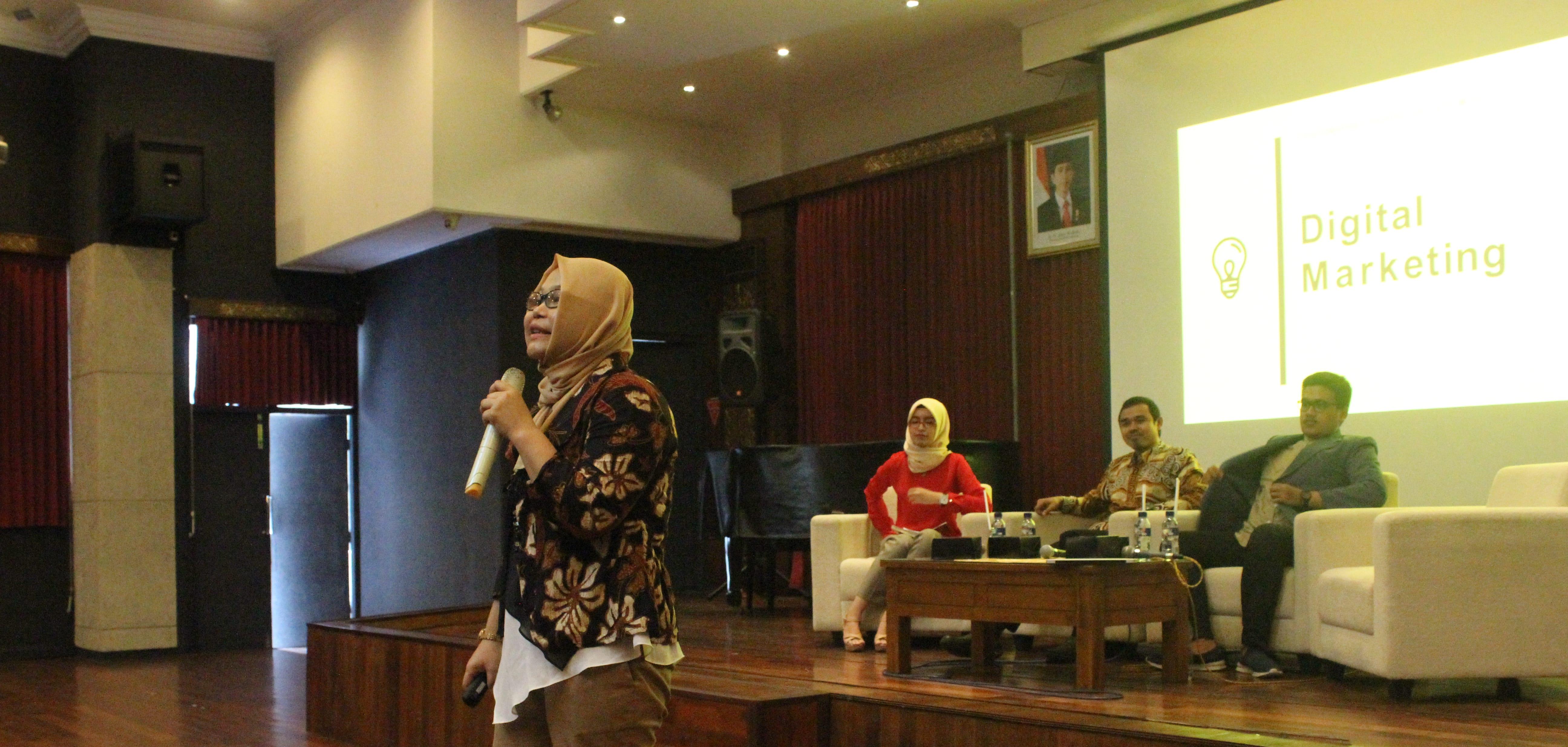 Seminar Kewirausahaan PMW: Trade 1.0 Digital Marketing and Bussiness