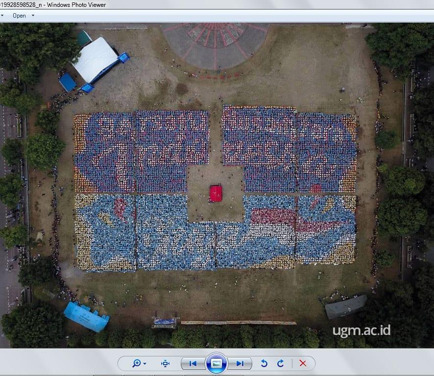 Formasi Closing Ceremony PPSMB UGM 2018: Bersatu Nusantara Indonesia Jaya